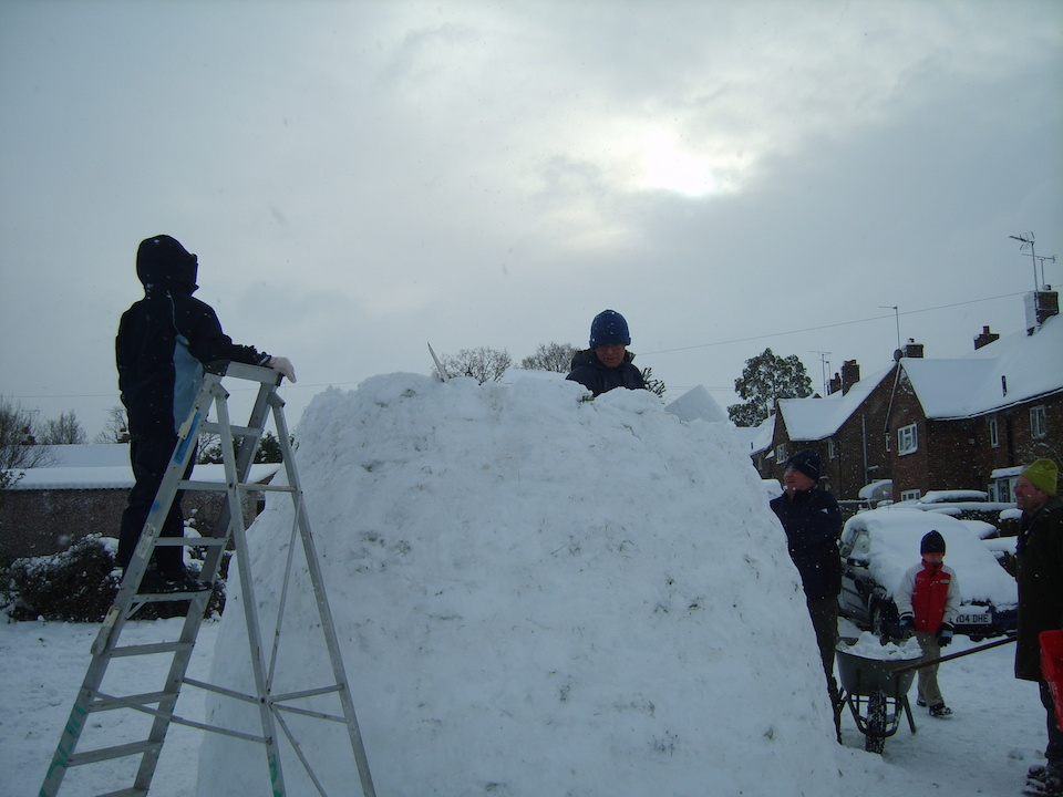 Building an igloo on the Hollycroft Field